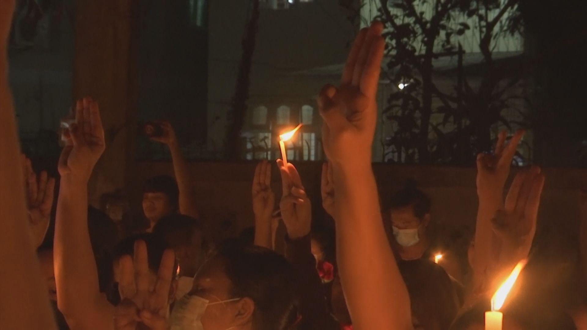 仰光民眾燭光悼念連日示威死者
