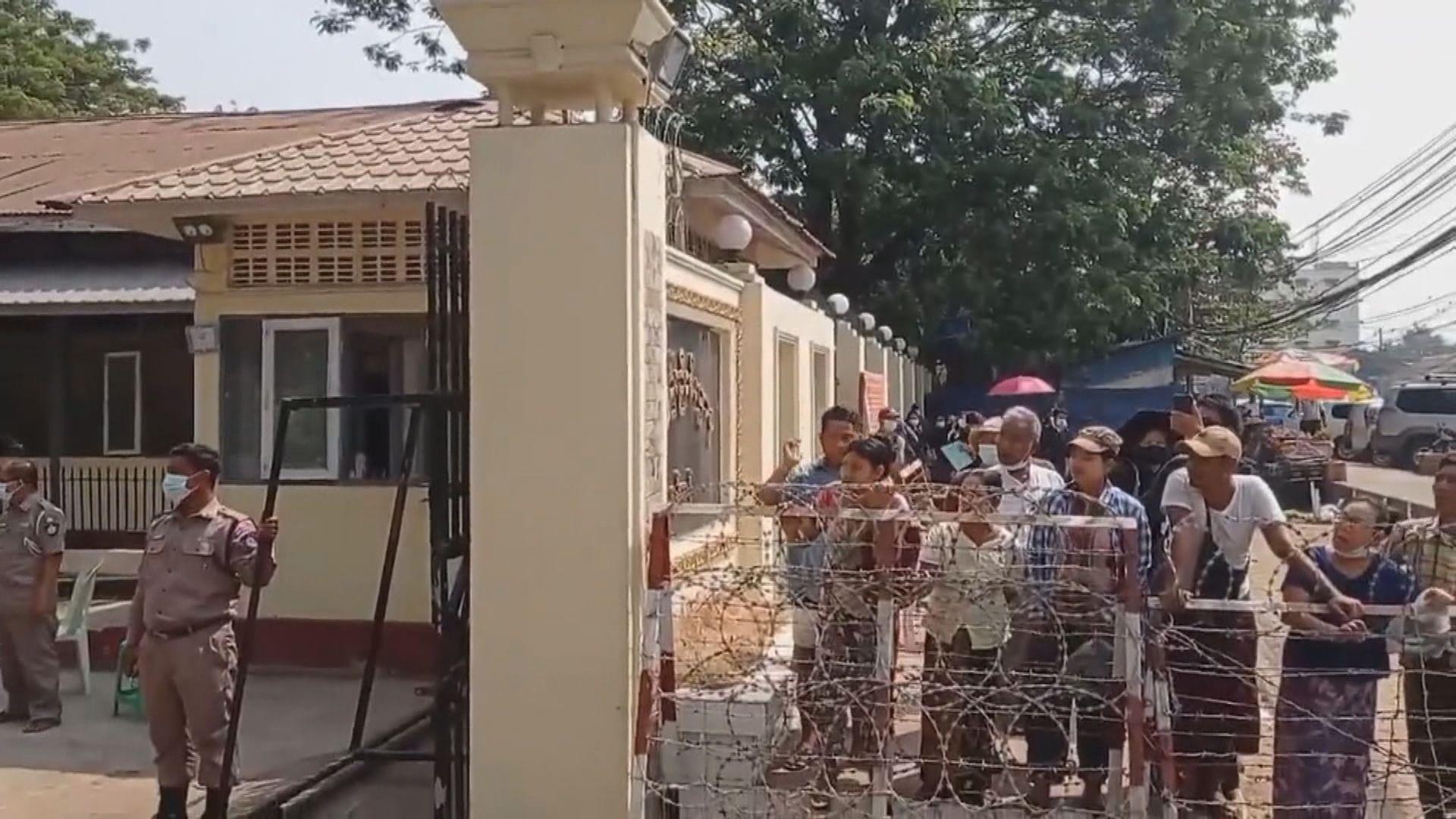 緬甸軍方釋放六百多名示威中被捕人士