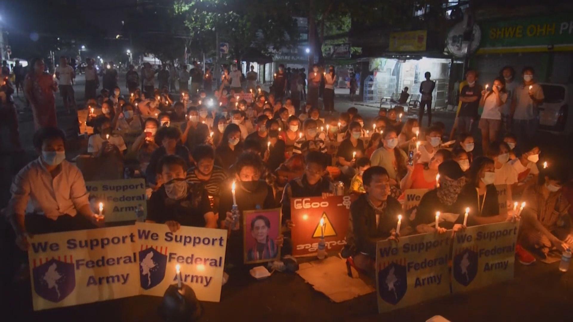 人權組織指緬甸政變以來逾500死 仰光市民獻花悼念