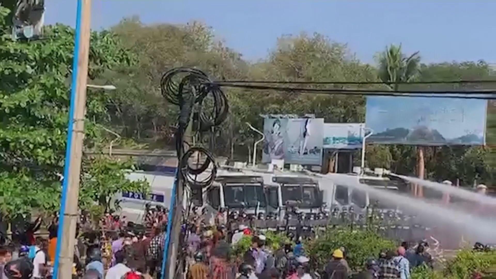 緬甸警察武力驅散示威者 有人中彈受傷