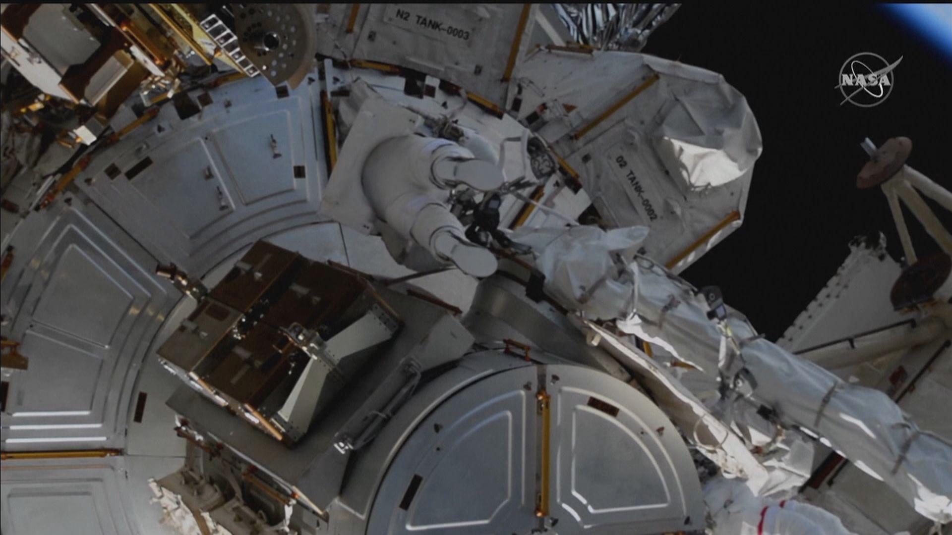 美國兩太空人步出國際太空站 安裝太陽能板支架