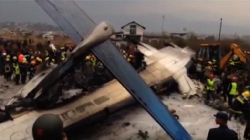 一架客機降落尼泊爾時墜毀