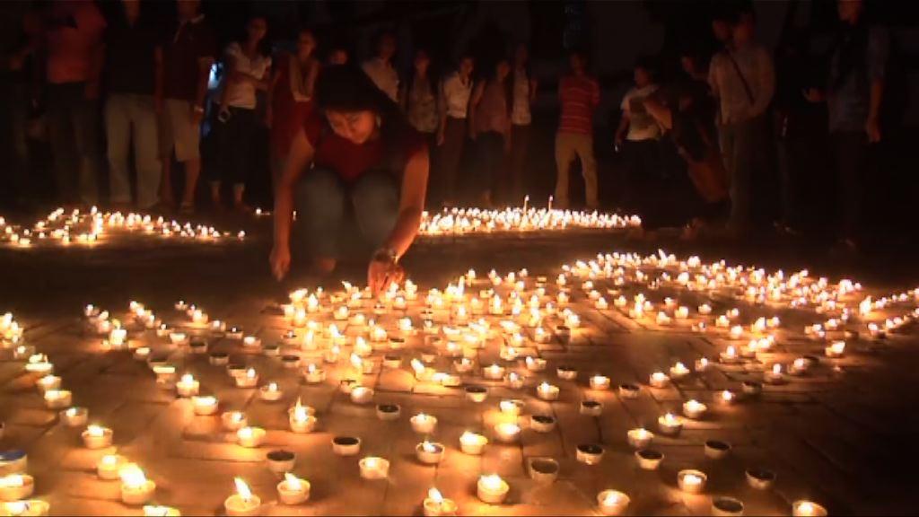 尼泊爾地震一周年民眾悼遇難者 重建滯後