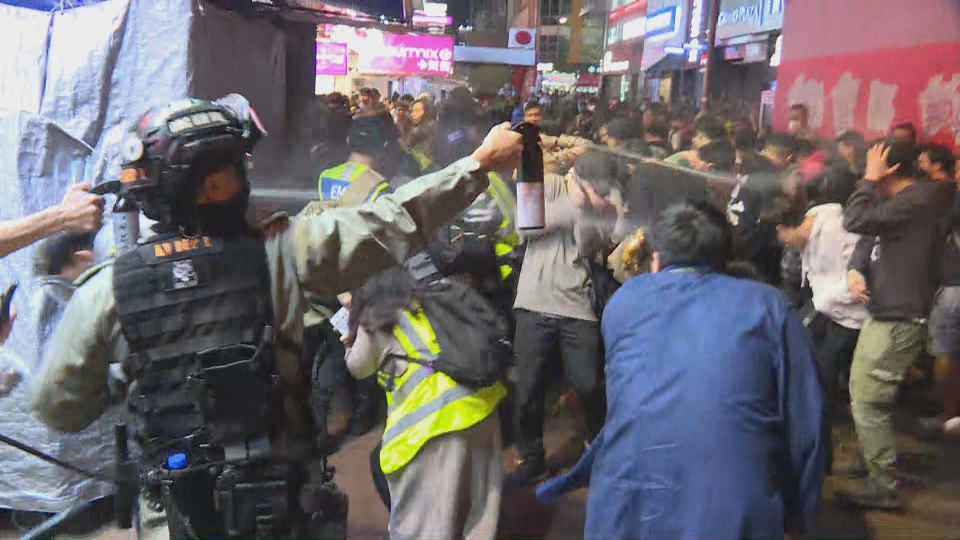 旺角晚上有人聚集 防暴警施放胡椒噴霧驅散