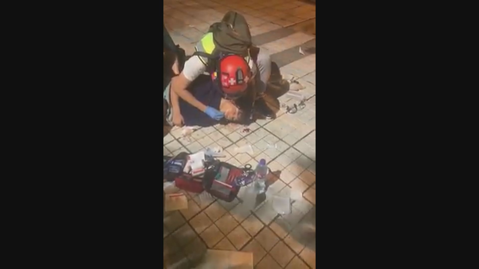 一名15歲男子天水圍疑被催淚彈射中頭部