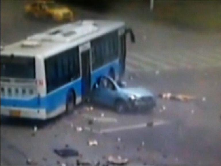南京私家車司機衝燈釀意外兩死
