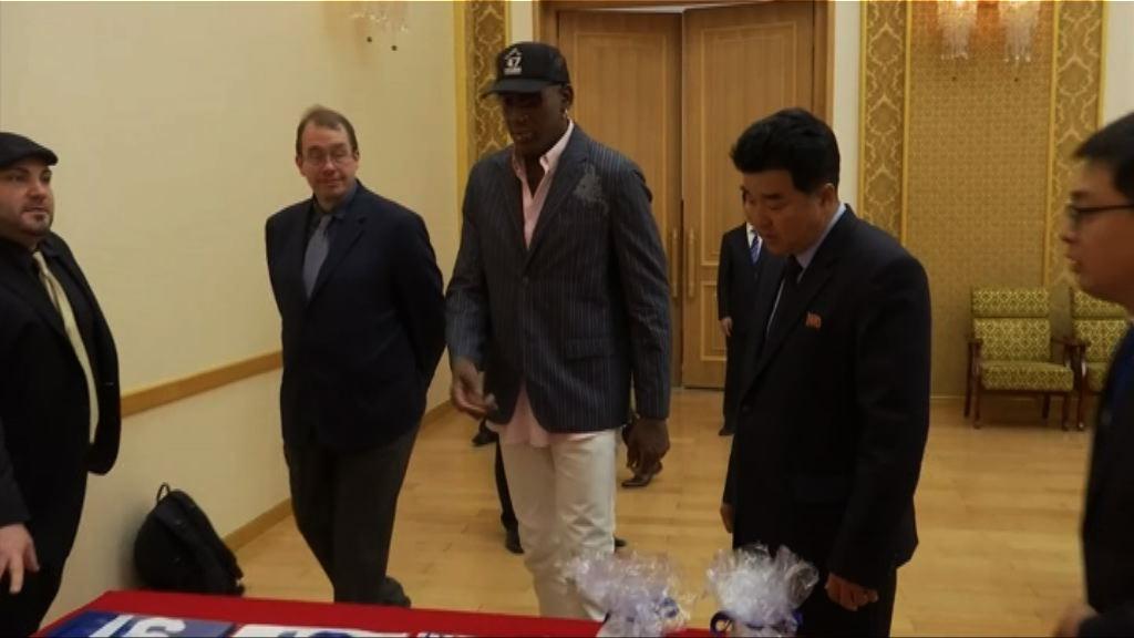 前NBA球星洛文向北韓官員贈送特朗普著作