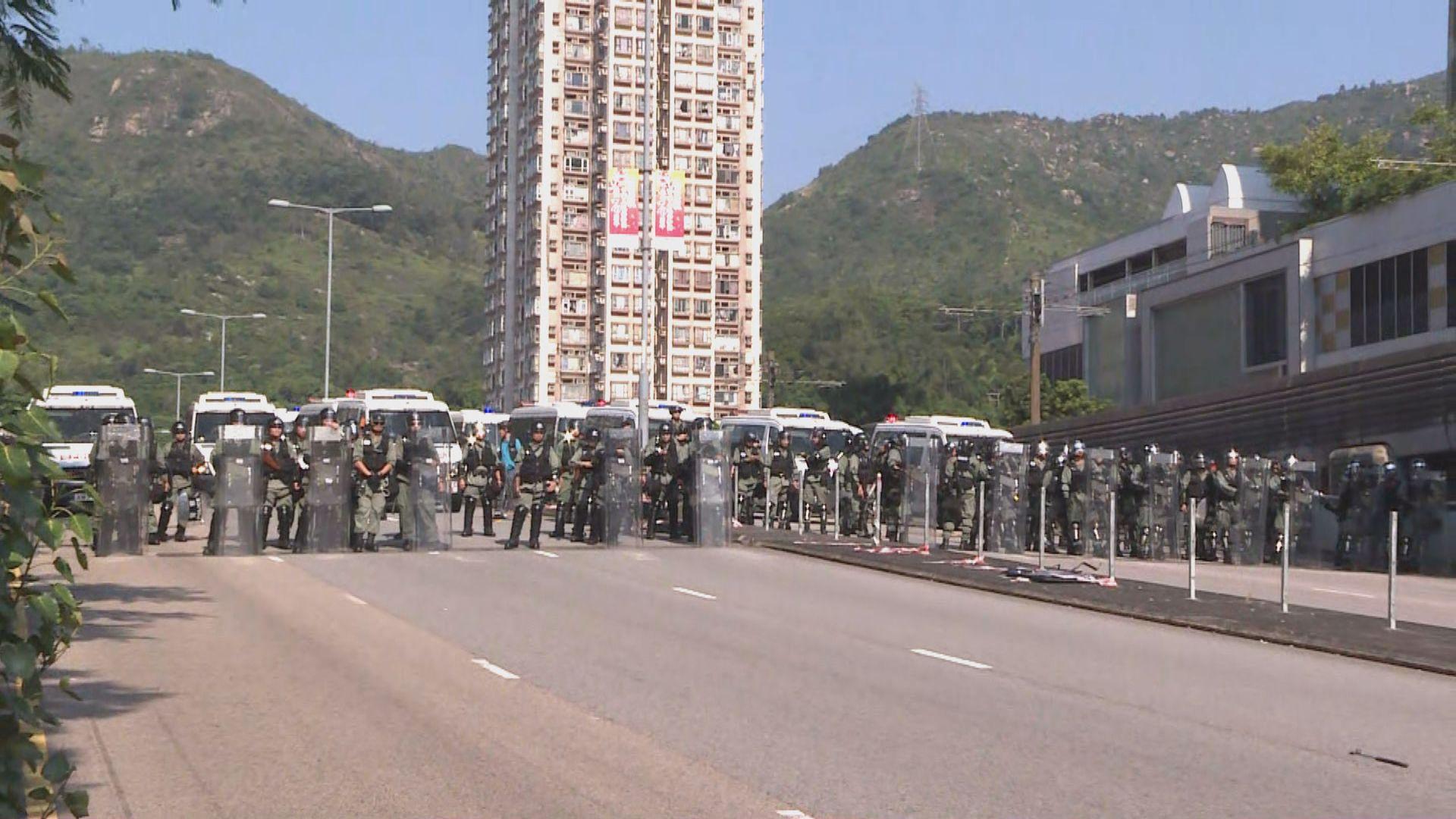 【現場報道】防暴警察在杯渡路屯門公路一帶戒備