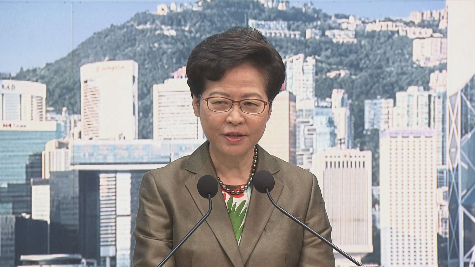 【最新】林鄭:憐憫美化哀悼襲警疑犯 將製造社會風險