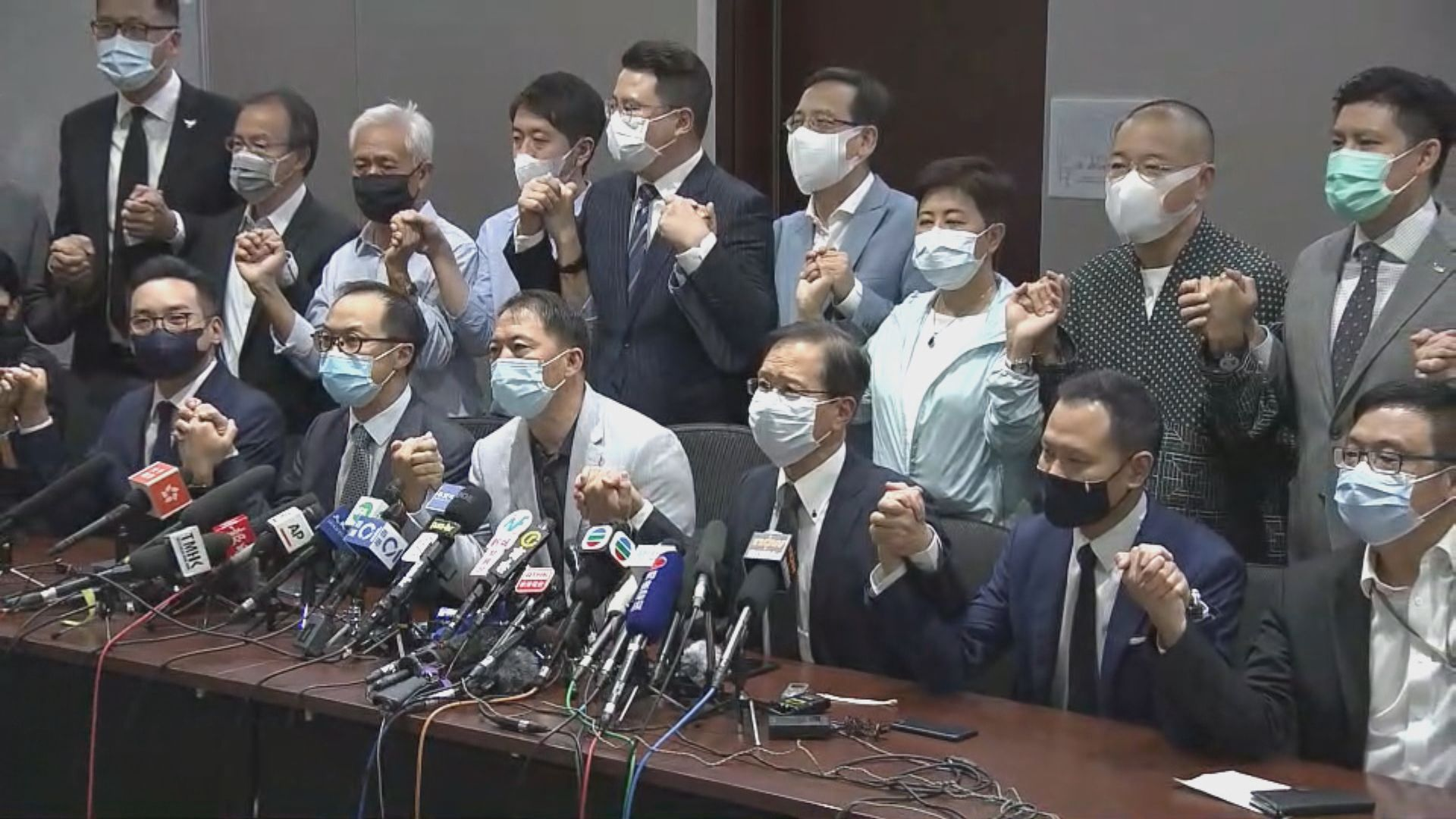 【最新】民主派宣布總辭 胡志偉:一國兩制正式宣布死亡