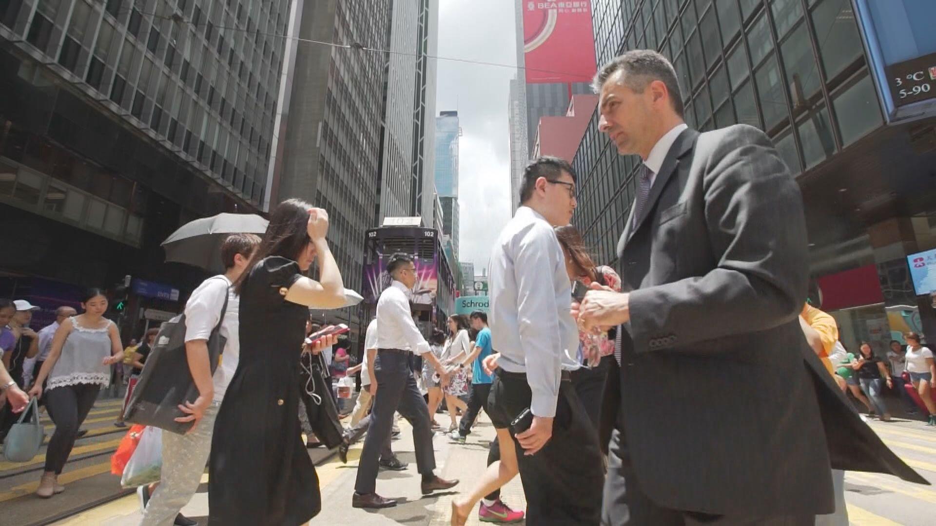 【即日焦點】餐飲服務業失業率創八年新高 政府:受本地社會事件嚴重打擊;英大學研究指黯淡藍光有助生物休息