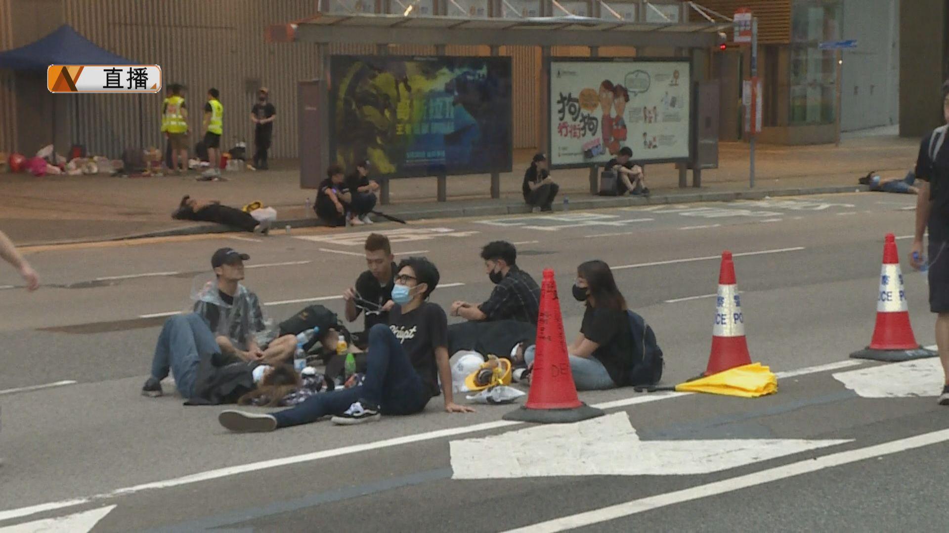 【最新】金鐘夏慤道仍有大量示威者留守