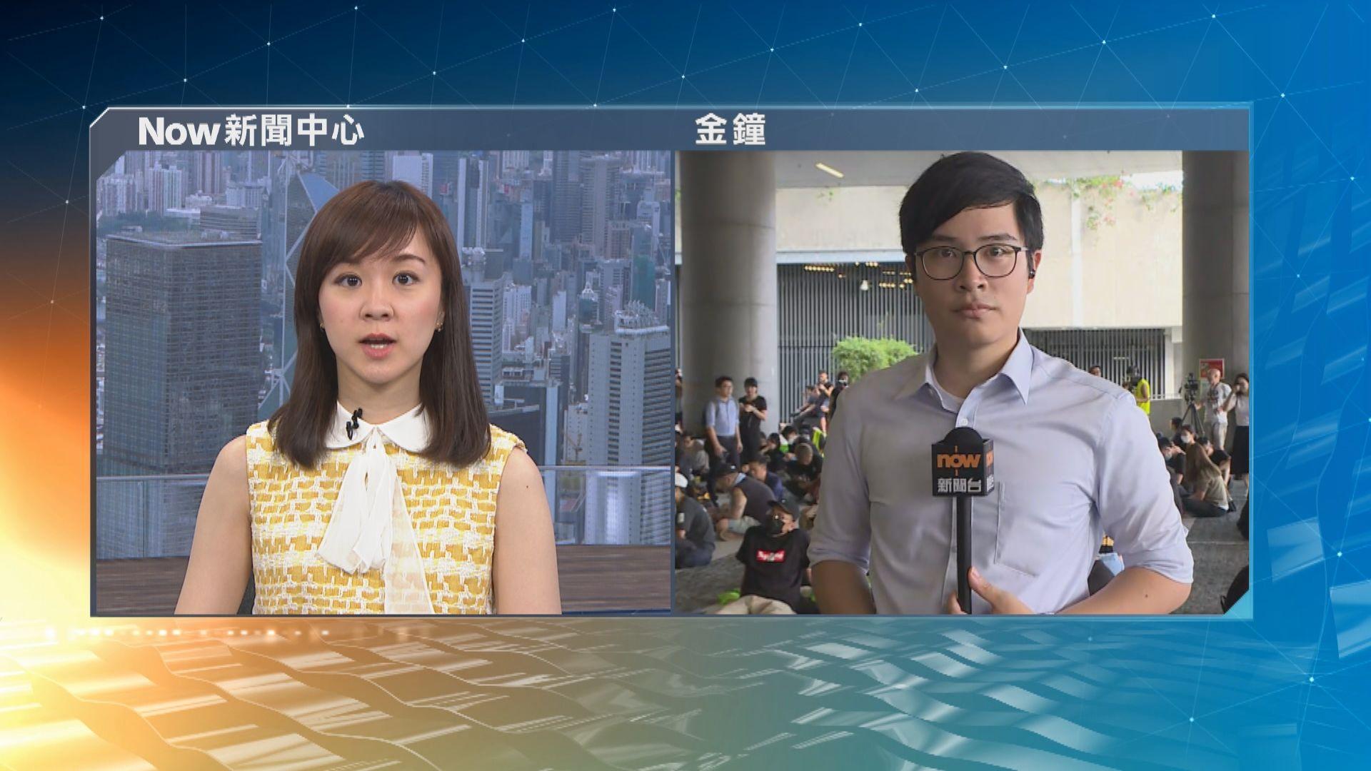 【現場報道】大批市民響應呼籲到政總聲援