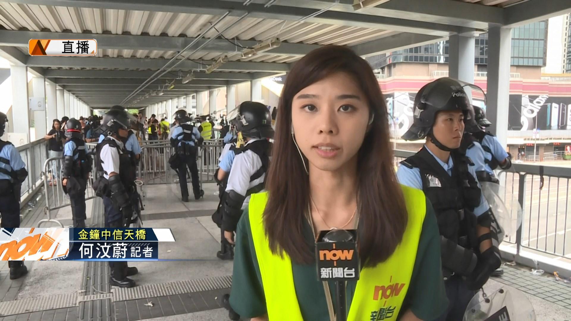【現場報道】中信天橋一度有示威者要求進入示威區