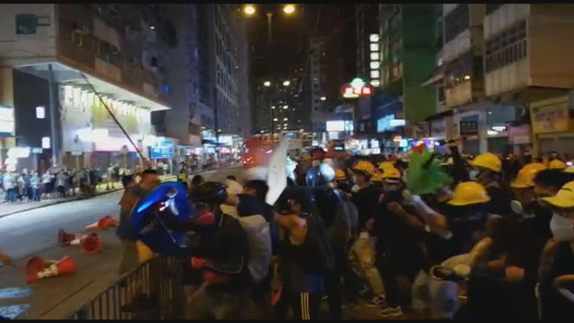 北角一批男子持鐵通等與示威者衝突