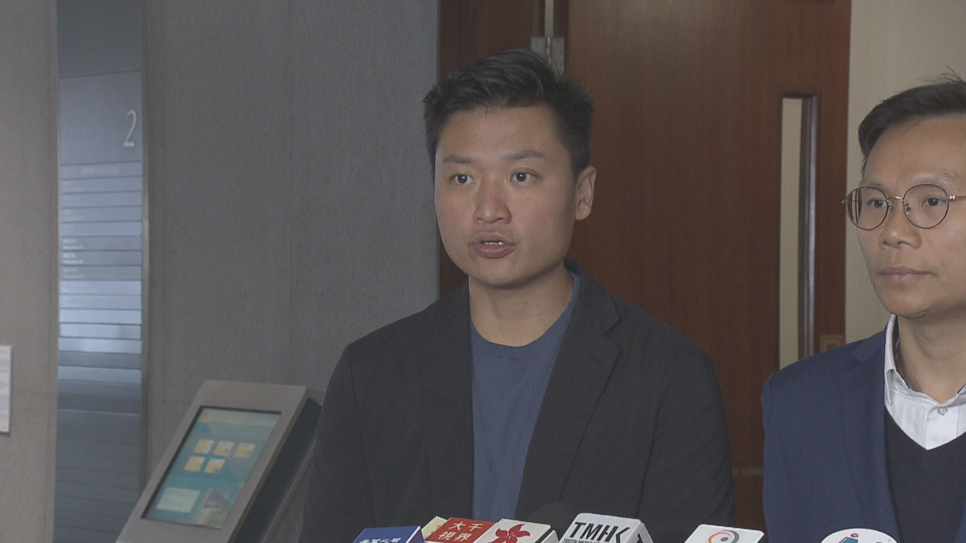 鄭泳舜:違反港區國安法的書籍不宜放在公共圖書館