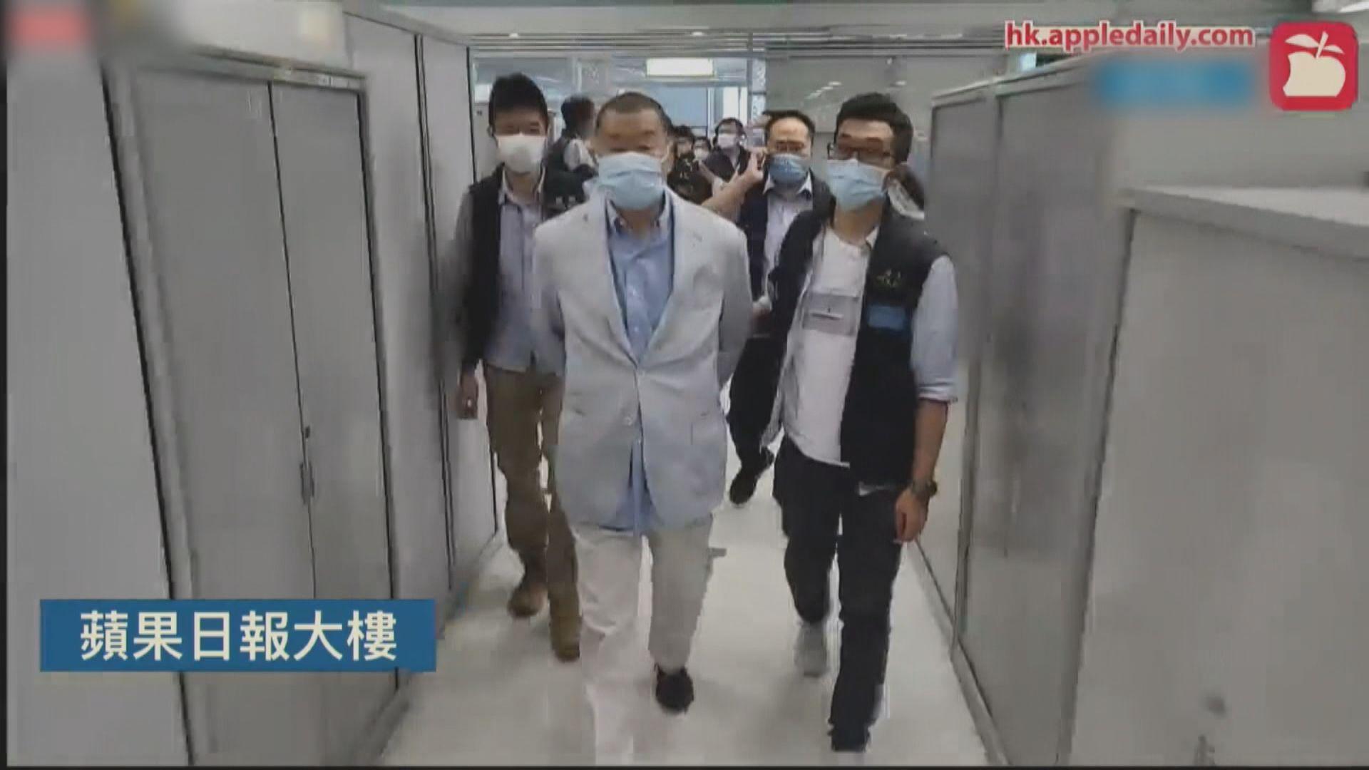 黎智英和張劍虹先後被押返壹傳媒大樓調查