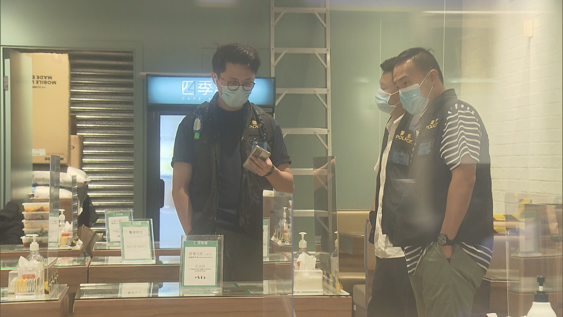 黎智英兩名兒子同被捕 警員到其開設餐廳搜查