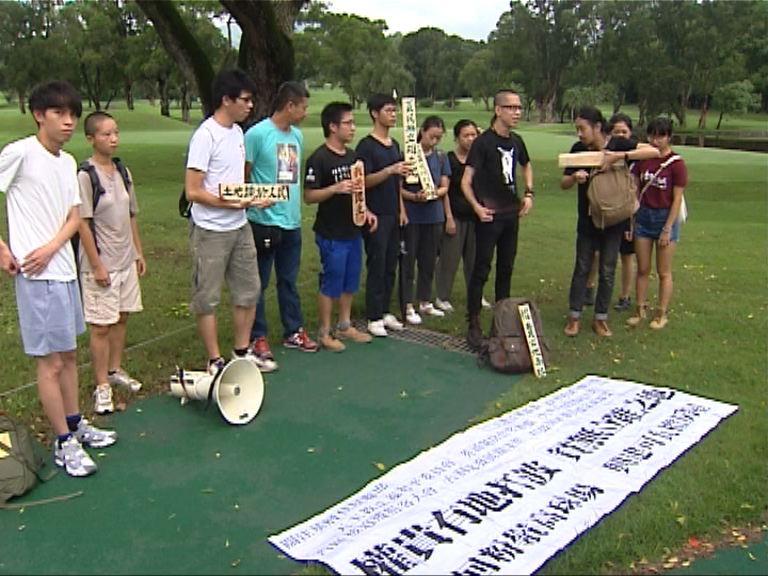 十多人闖粉嶺高球場示威