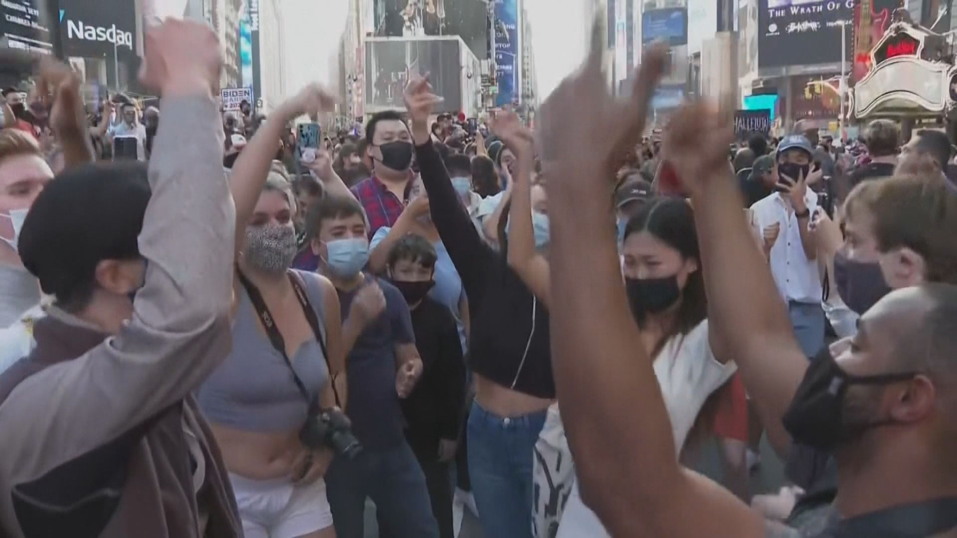 美國有民眾街上慶祝賀拜登當選