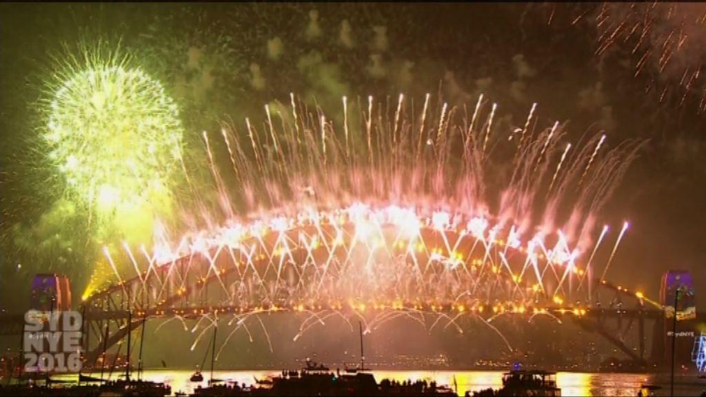 澳洲悉尼港舉行煙花匯演迎新年