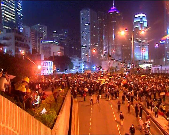 示威者佔據龍和道東西行線