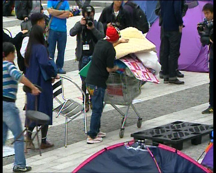 立法會示威人士陸續收拾物品