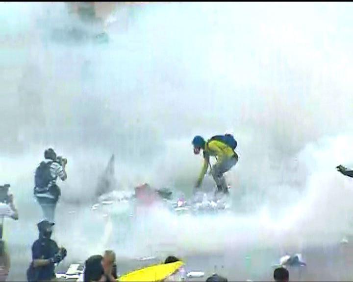 警強調用催淚彈驅散群眾是合適武力