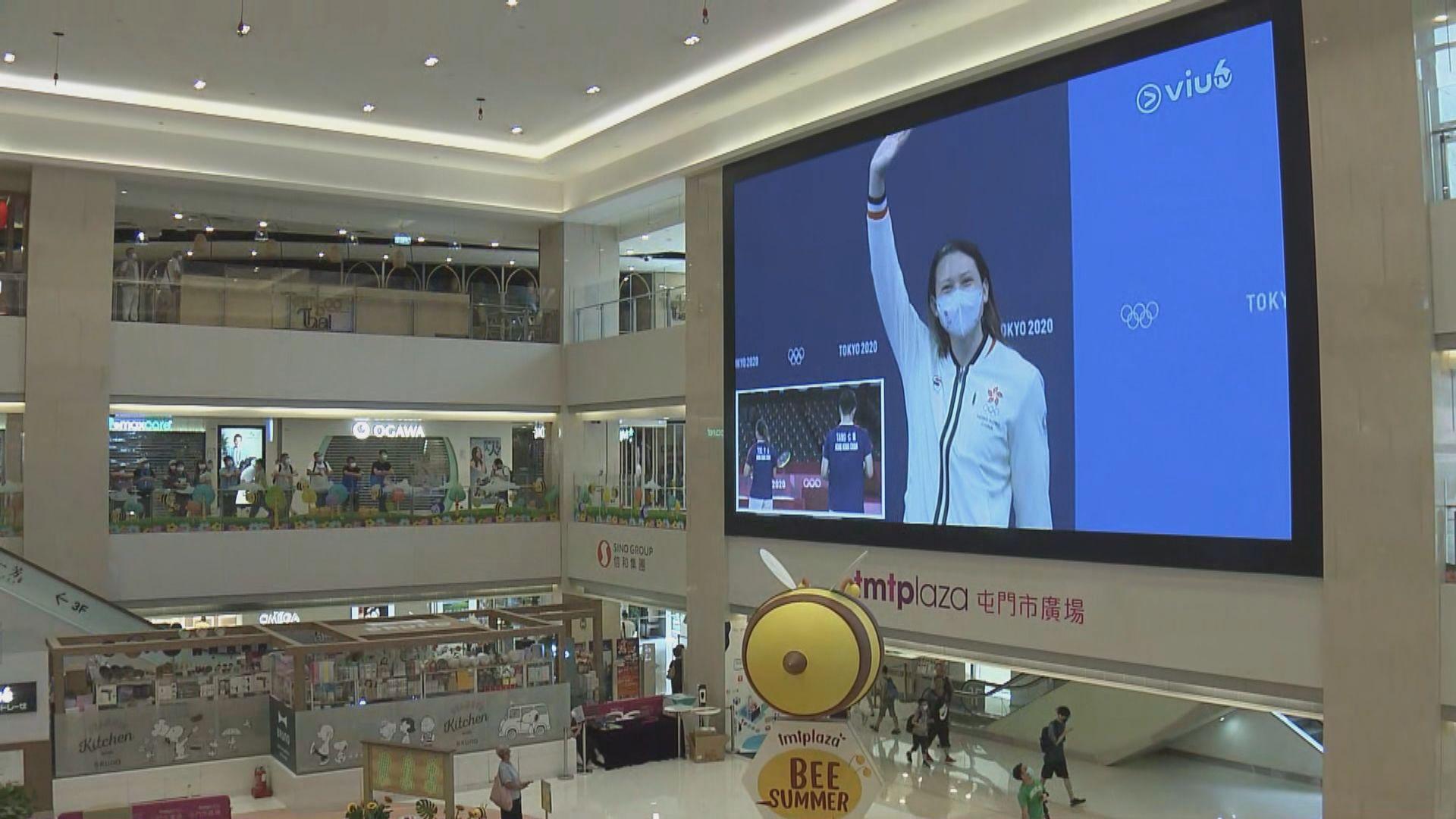 市民商場觀看奧運直播 對港隊表現感自豪