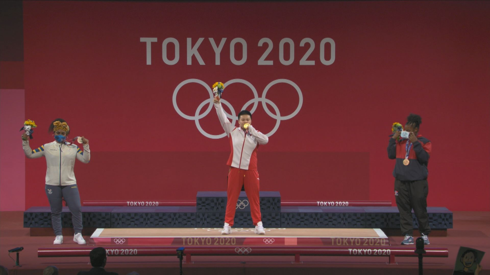 國家隊汪周雨在女子87公斤級舉重奪金