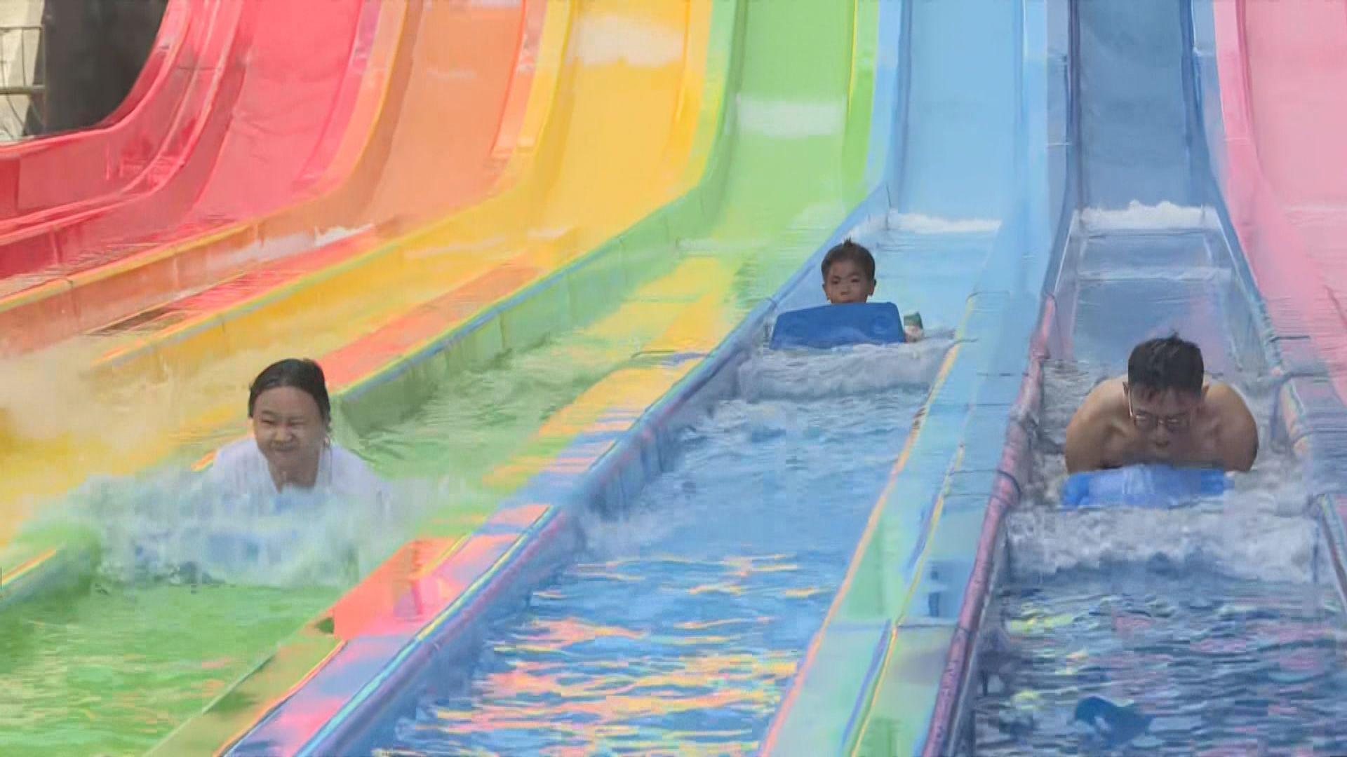 海洋公園水上樂園正式開幕 有人遊玩時仍佩戴口罩