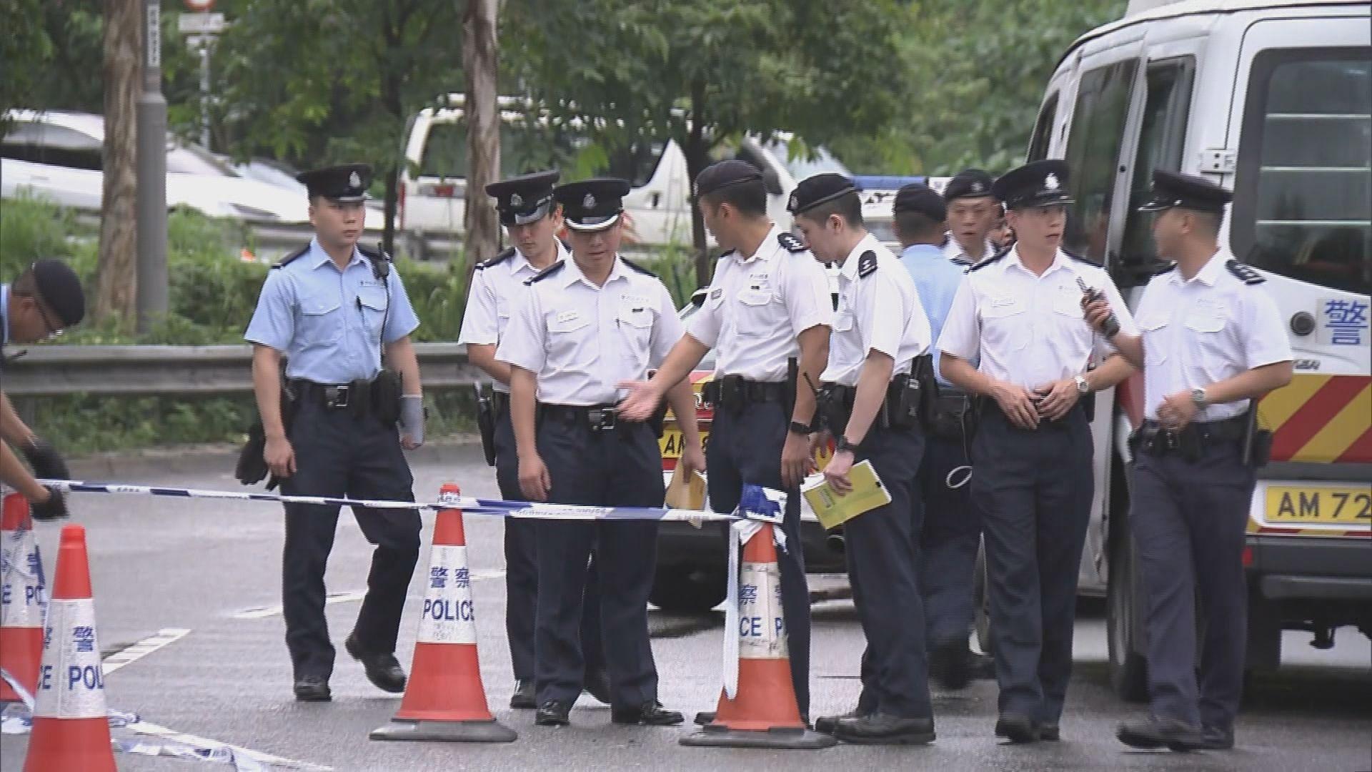 消息:警方在大埔廣福邨尋獲懷疑中彈寶馬