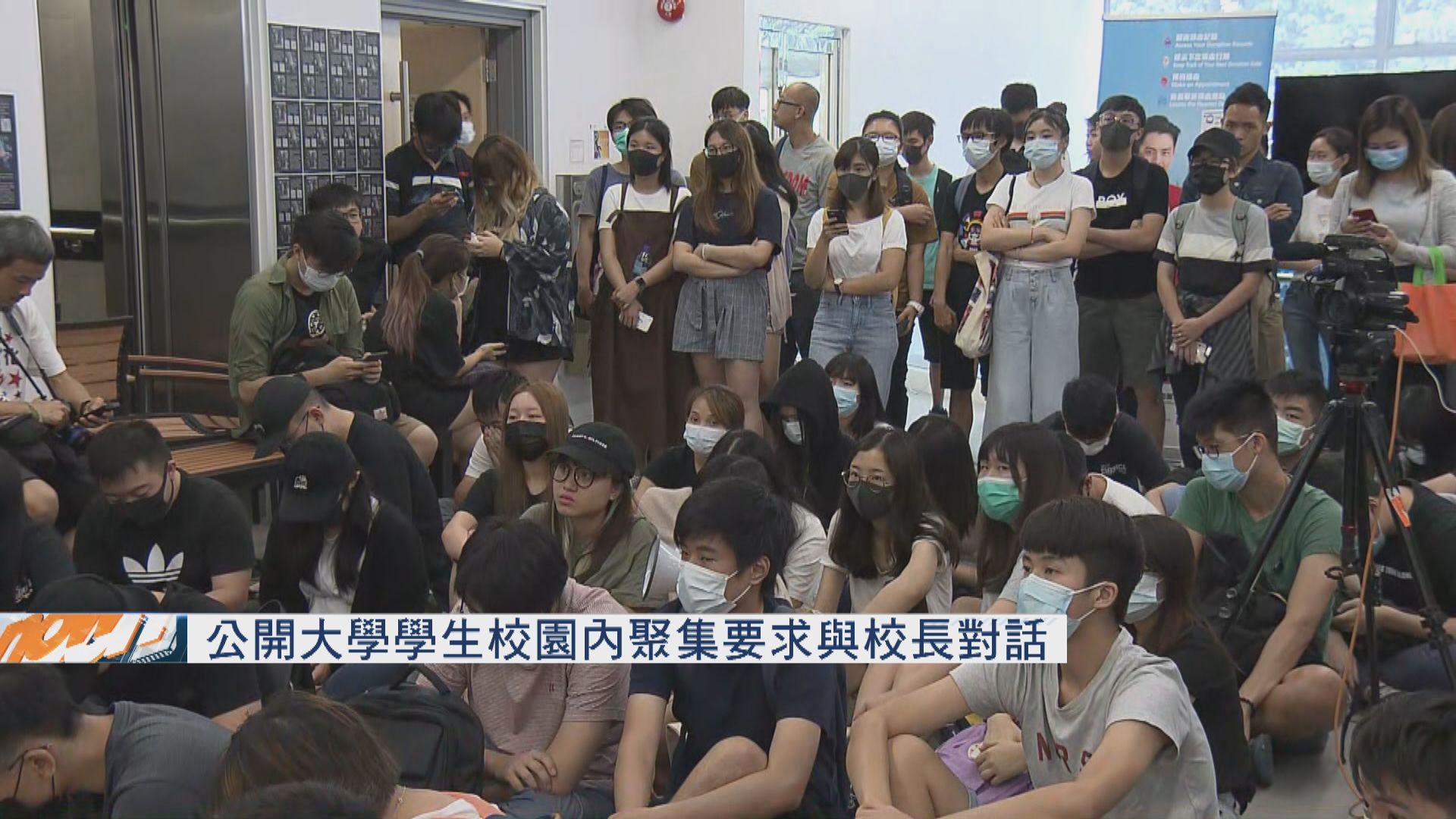 公大學生要求就警員入校搜學生身與校長對話