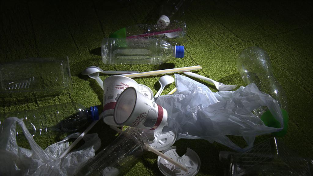 廢膠無出路 環團冀先減用後回收