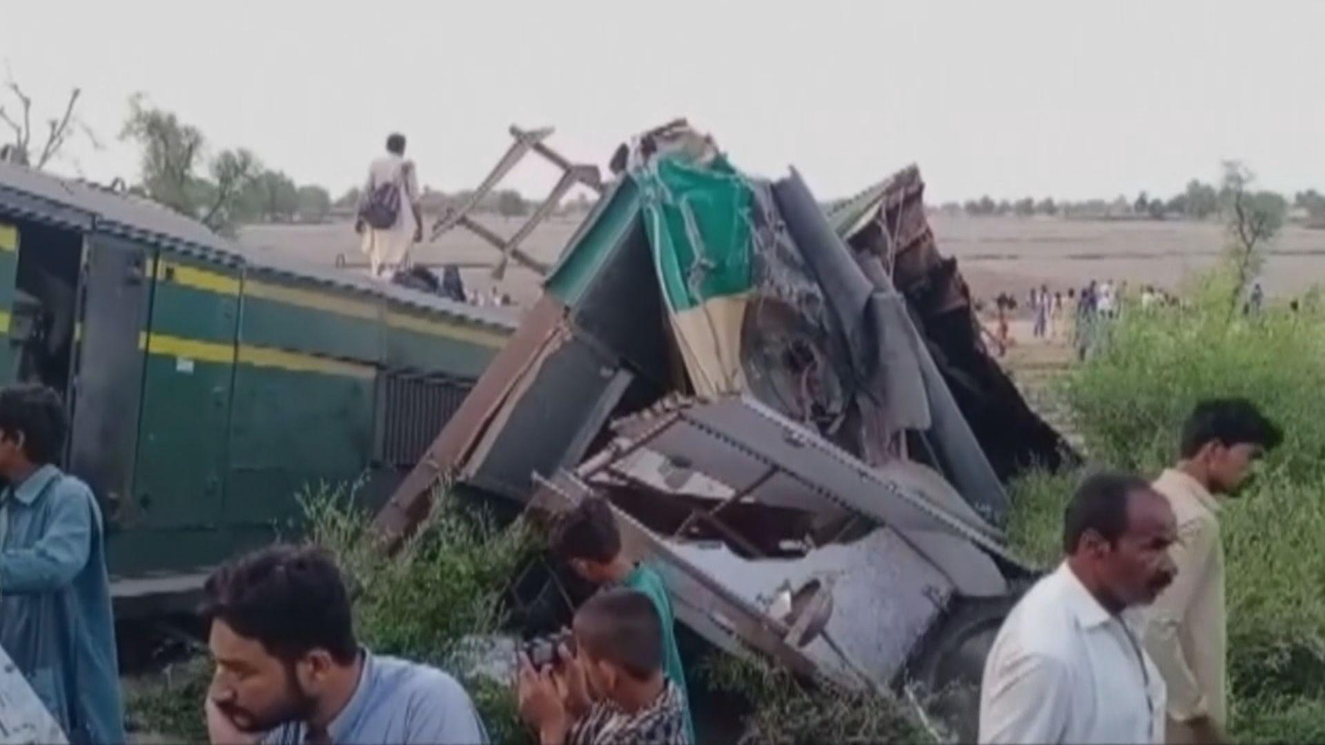 巴基斯坦有列車出軌相撞 40人死過百人傷