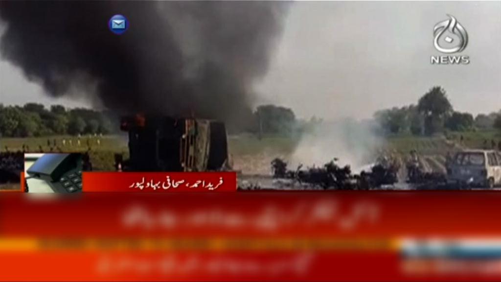 巴基斯坦運油車翻側後疑有人吸煙引大火