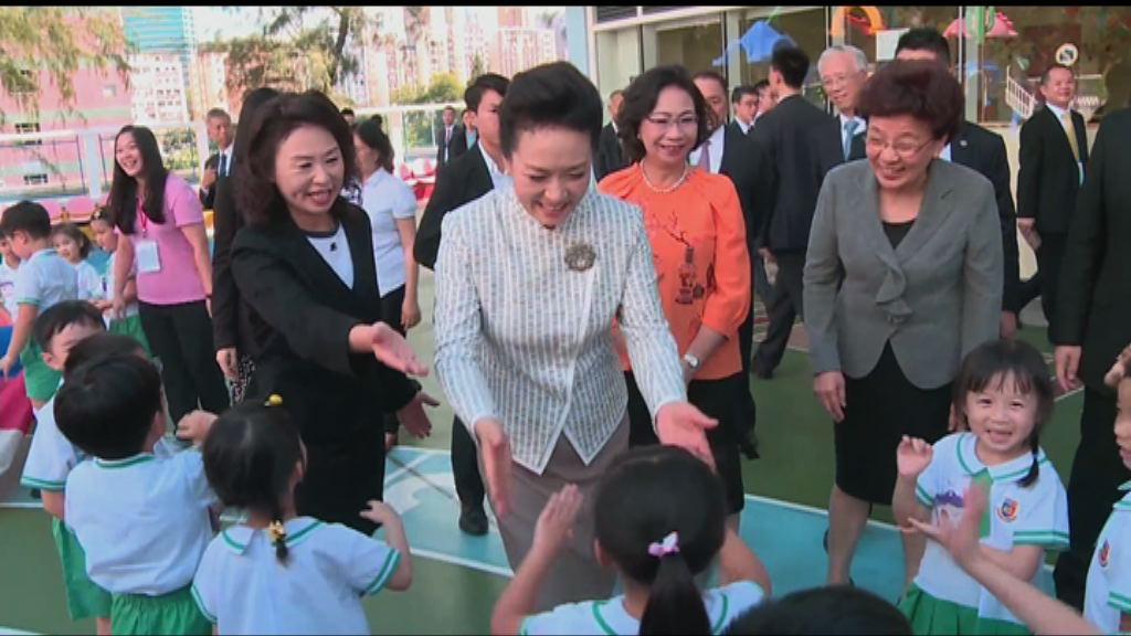彭麗媛向香港幼稚園學生回信