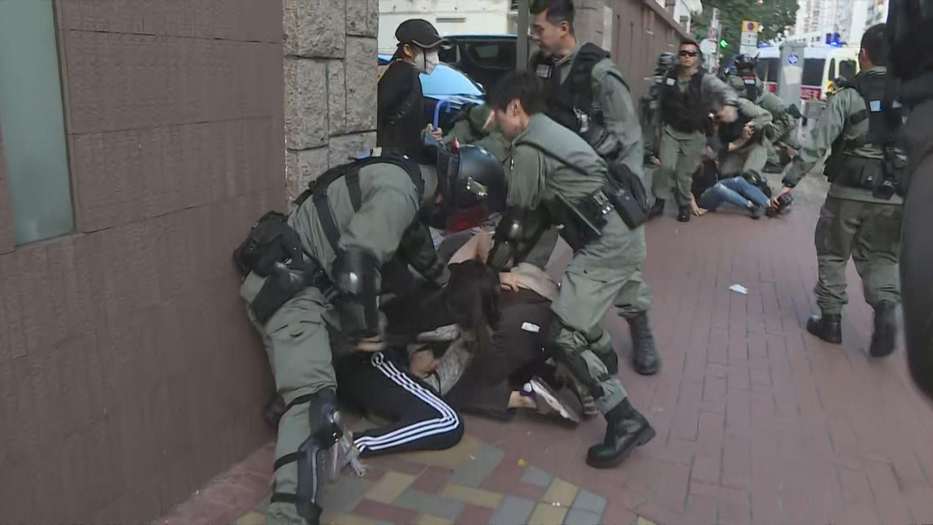 示威者在旺角堵路 警察拘捕多人