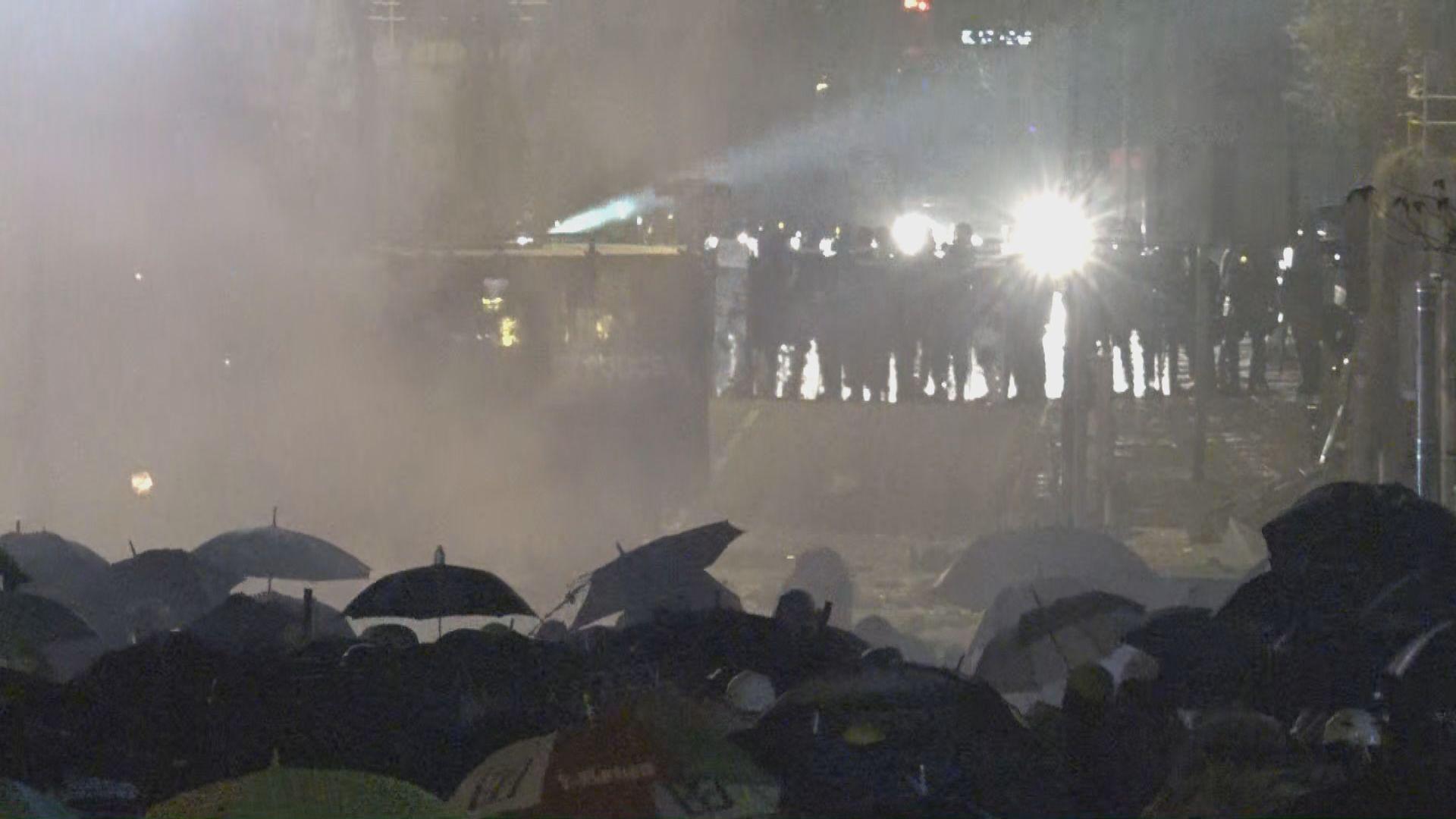 警方理大周邊設防線 不准其他示威者接近校園