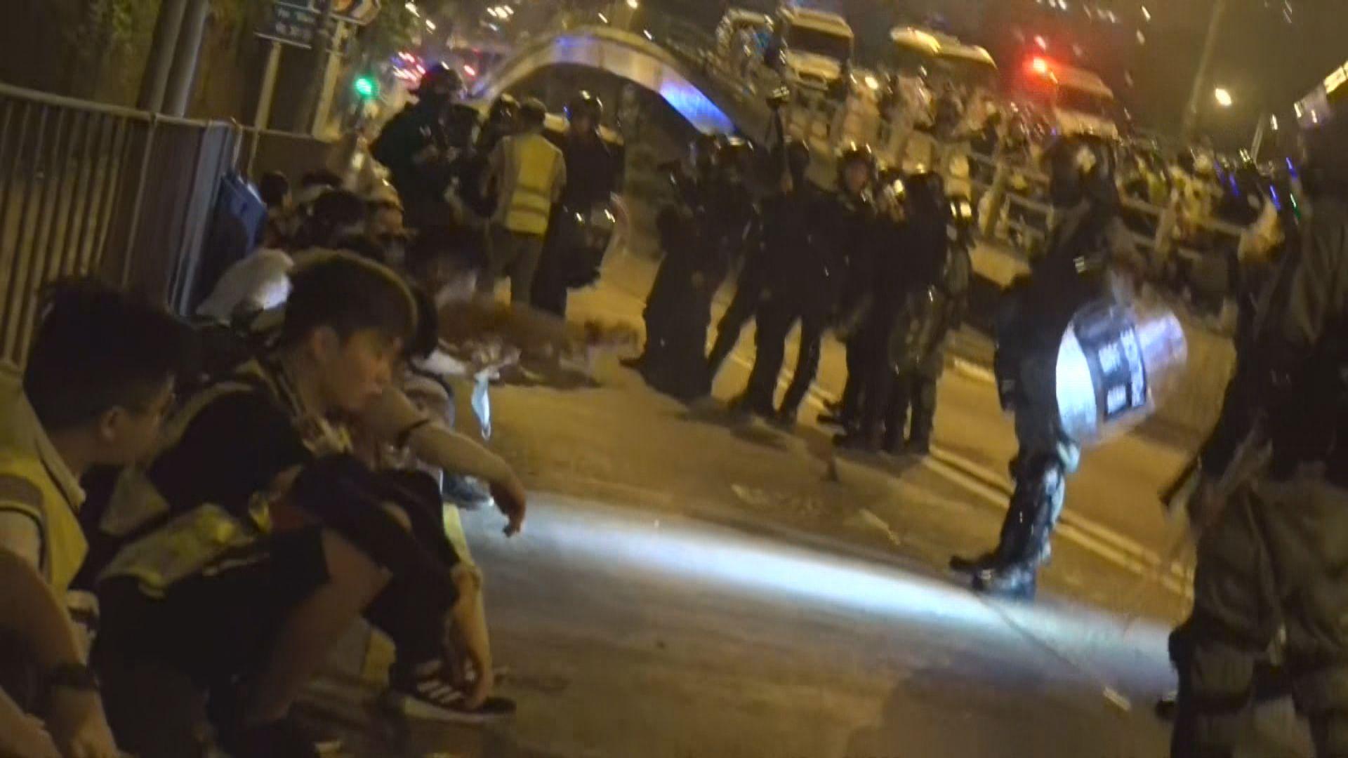 警方暢運道發射催淚彈防示威者接近理大