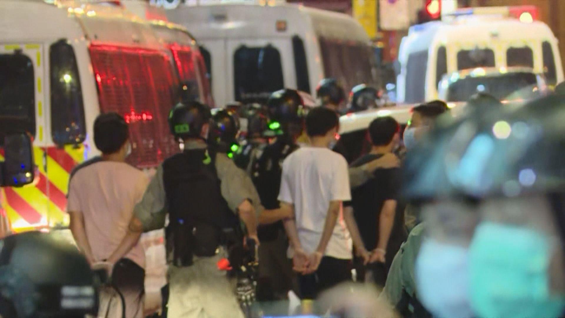 警方制服多人 包括中西區區議員葉錦龍