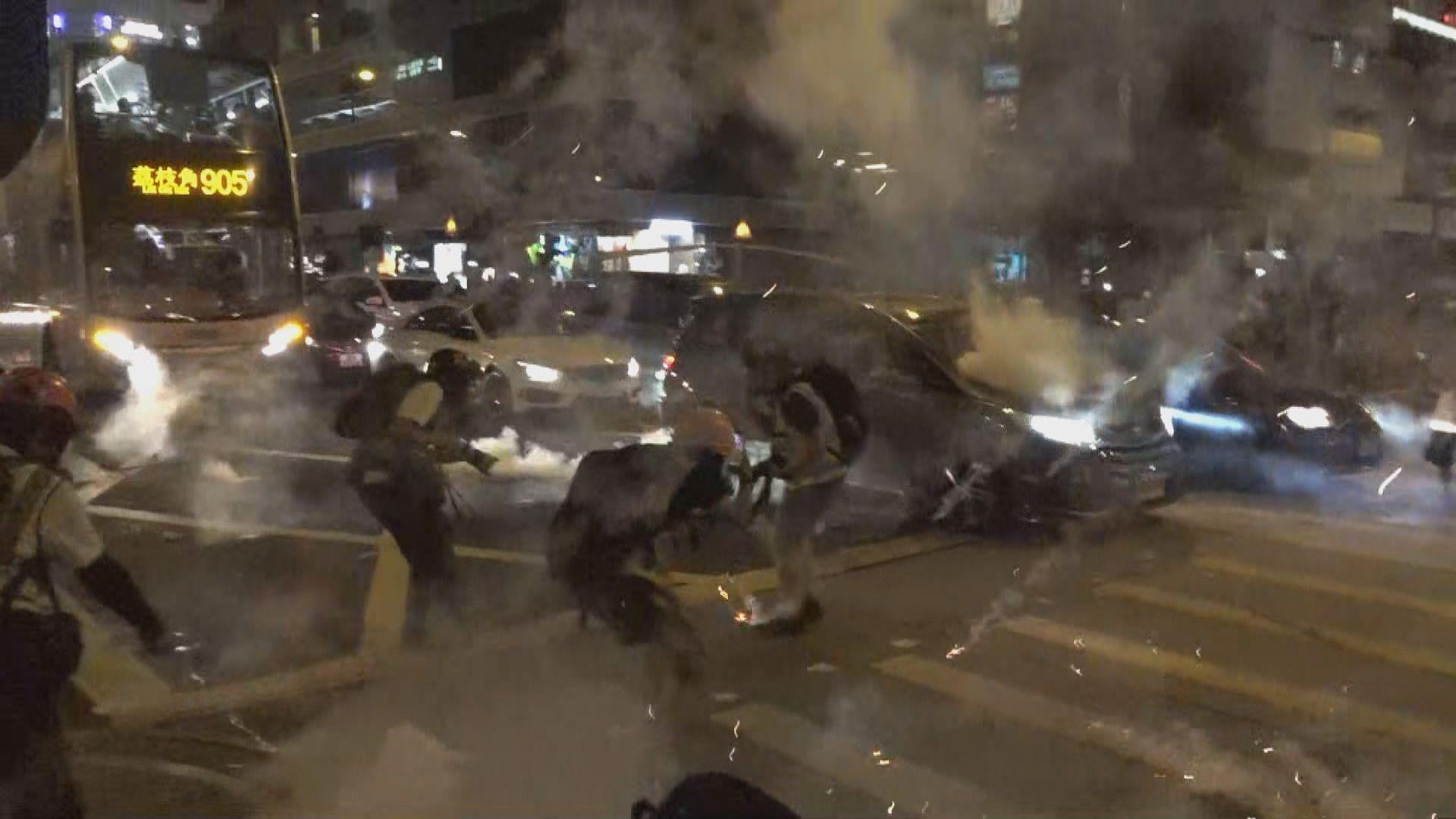 警方旺角向汽車連環施放催淚彈 巴士車長不適