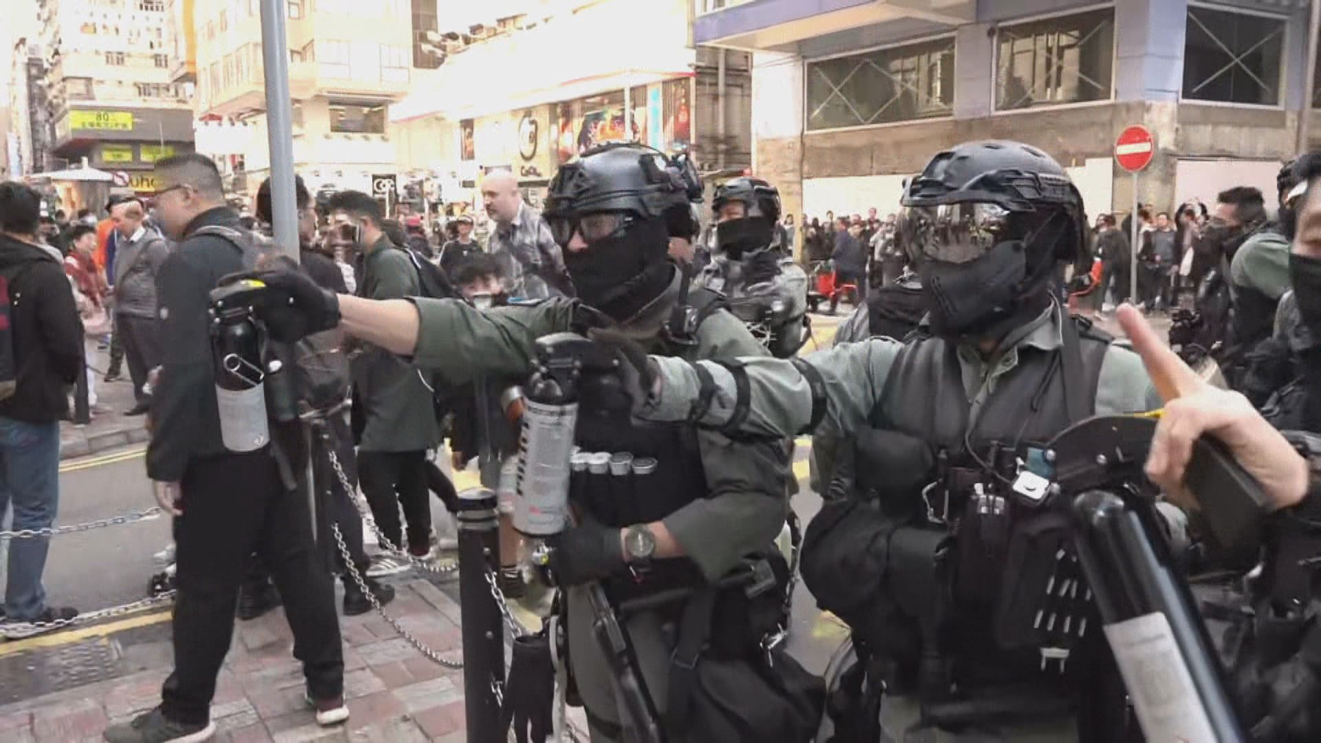 大批防暴警察在灣仔及銅鑼灣一帶部署