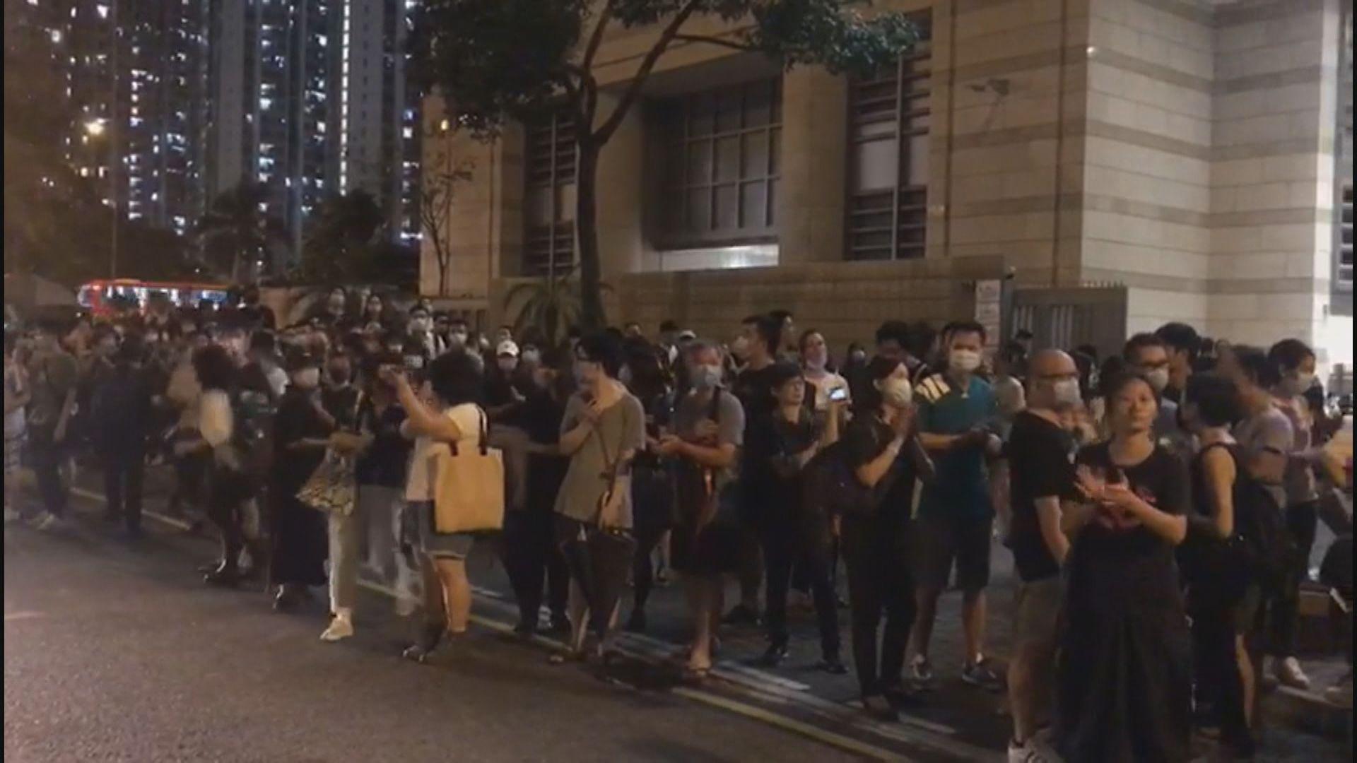 逾百人聚集西九龍法院聲援929被告