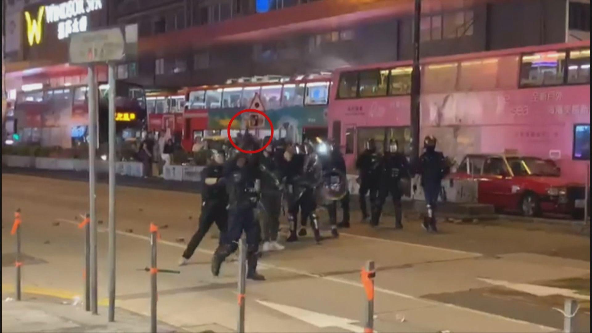 油麻地警員因被擲物向天開一槍