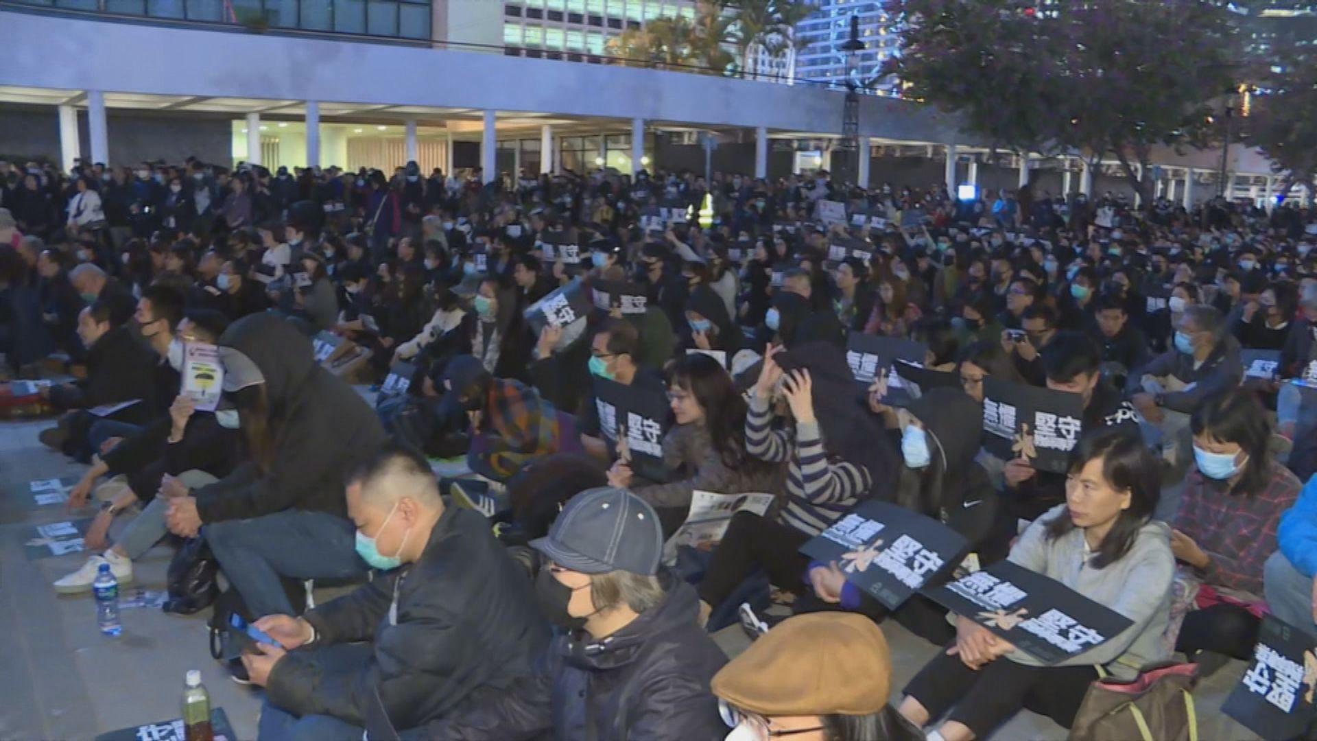 教協晚上集會批政府打壓業界 稱有兩萬人出席