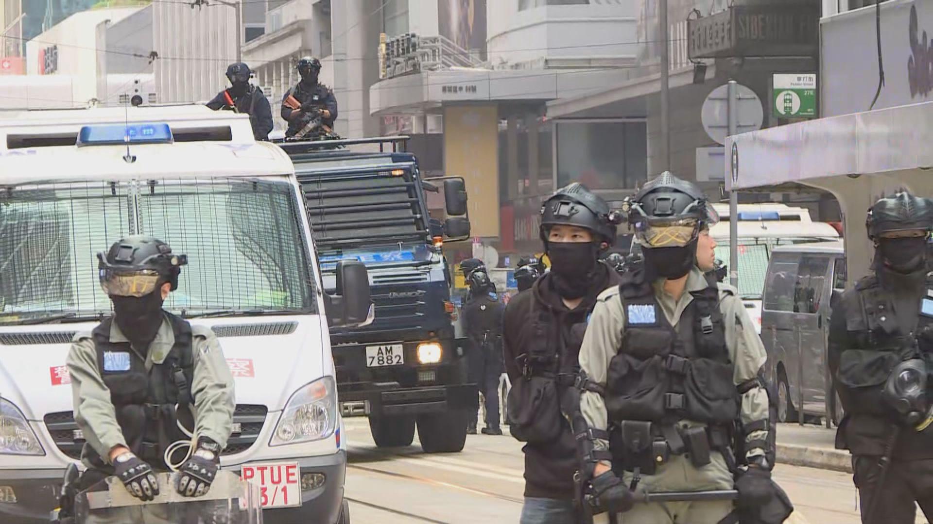 防暴警中環驅散黑衣人 遮打花園集會中止