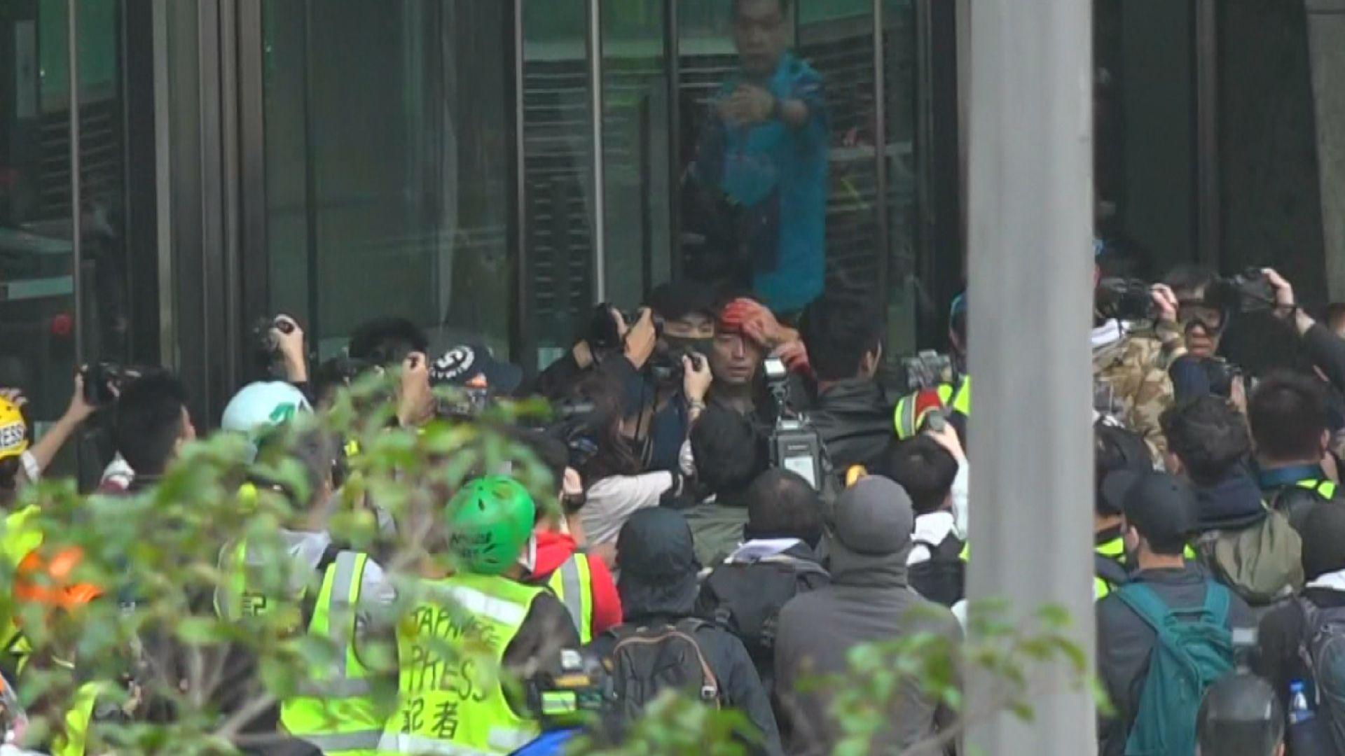 警方中環施放多枚催淚彈 遮打花園集會要中止