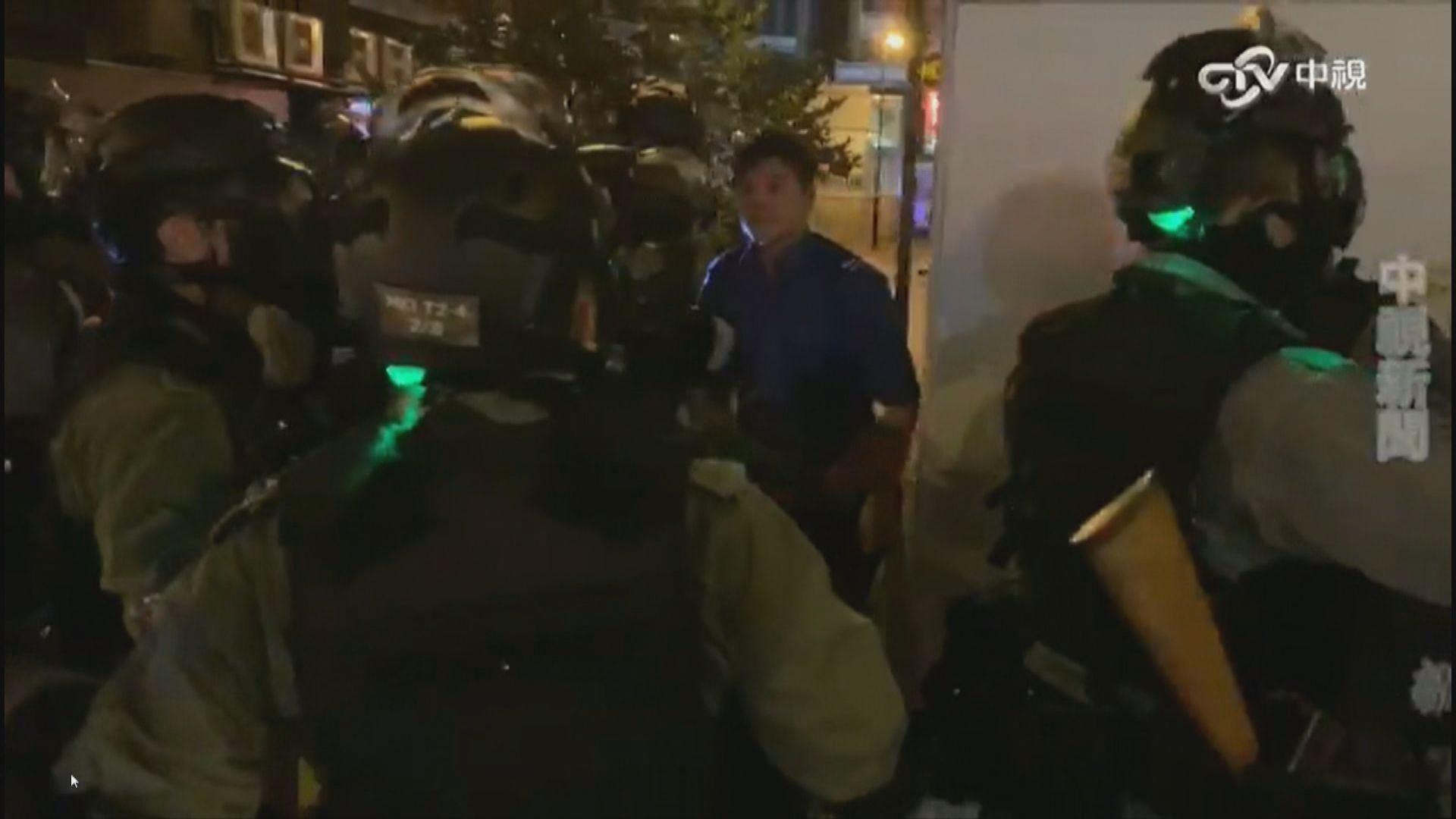 警方施放催淚彈期間疑擊中消防車