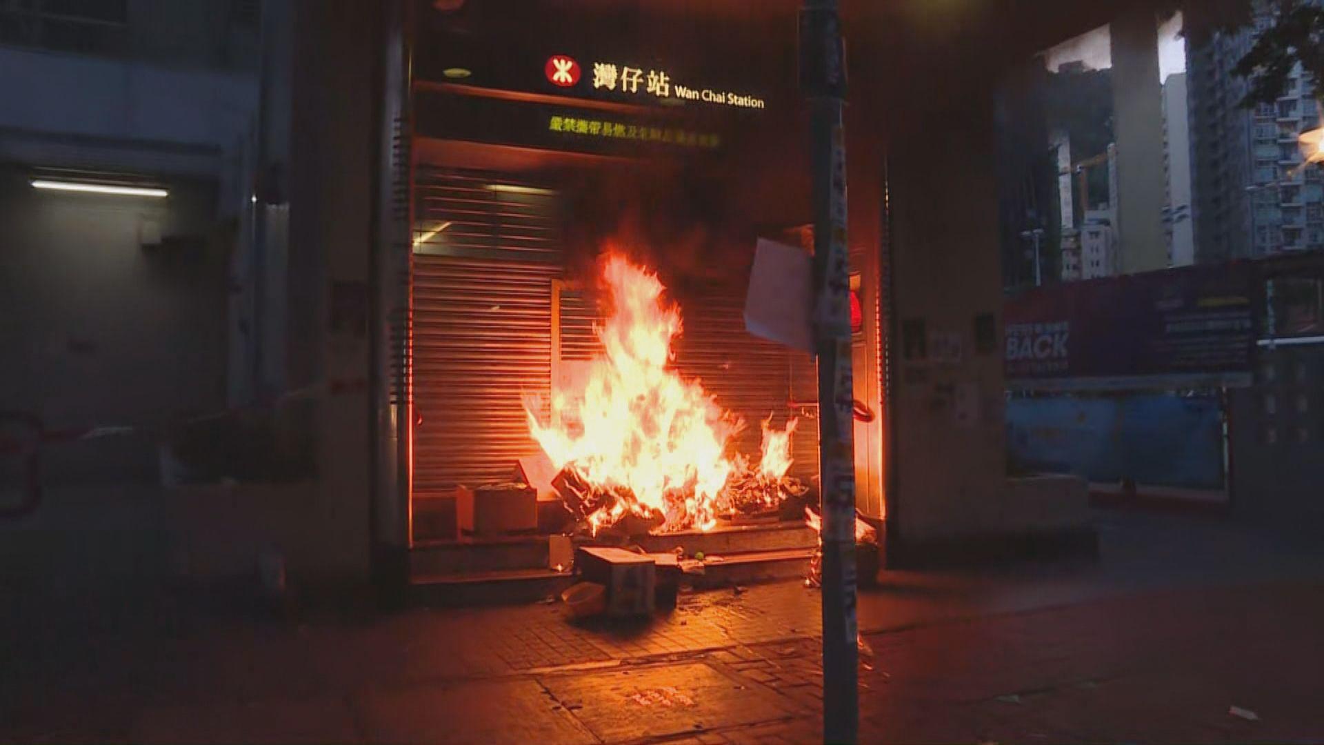 示威者離政總往灣仔散去 在馬路港鐵站縱火